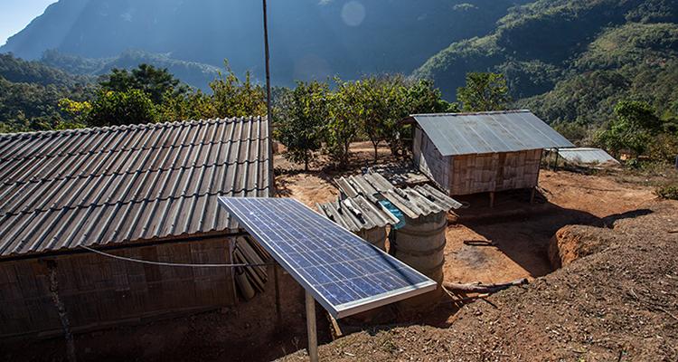 Perú lleva energía a una altitud de 4.000 metros usando energía solar